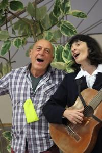 Паоло поёт итальянские песни