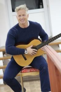 Сёлви с гитарой1