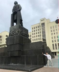 памятник убийце демократии