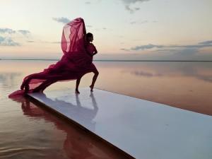 Розовое озеро подиум1